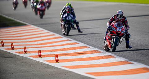 【瓦倫西亞 GP】Andrea Dovizioso 以第8名的成績,結束了2020 MotoGP賽季的倒數第二場比賽。Danilo Petrucci 則是第15名