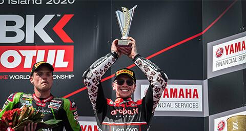 令人興奮的Race 2,Aruba.it Racing – Ducati團隊的Scott以第三名完賽,而Chaz恢復10個位置並獲得寶貴的第五名。