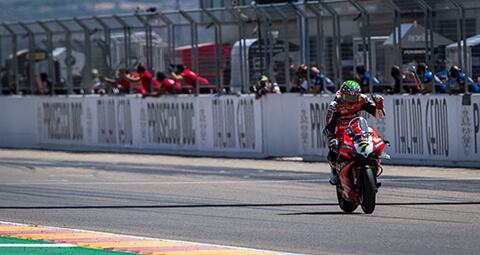 【#AragonWorldSBK Race-2】 Chaz Davies (P2)爭奪勝利直到最後一刻,拿下第二名完成極好的比賽。